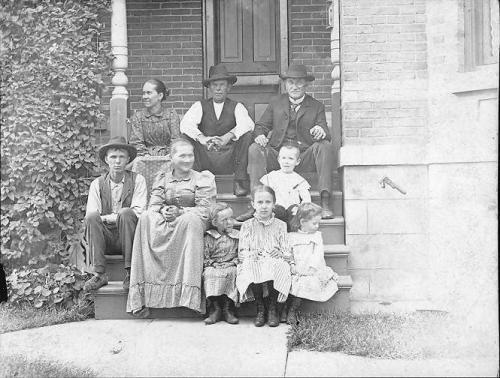 Richard surrounded by family, including son-in-law Lou Leeuwenhoek (L), daughter Jennie (to Richard's right), wife Alice in front.