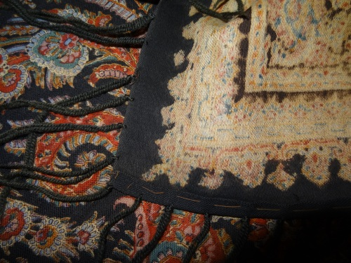 Close-up of Alice's shawl